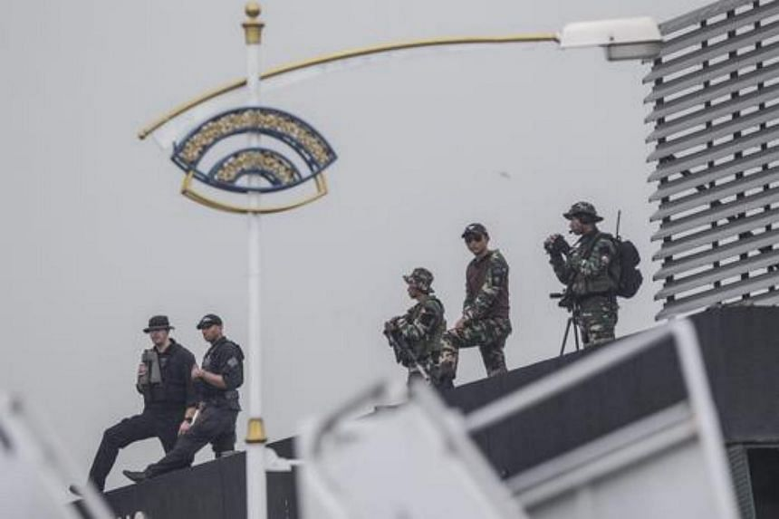 US security forces watch as the US Air Force One plane carrying US President Barack Obama arrives at the Royal Malaysian Air Force Airbase, Subang, outside Kuala Lumpur, Malaysia, on Nov 20, 2015.