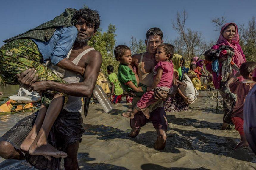 Rohingya refugees from Myanmar cross the Naf River into Bangladesh, on Nov 10, 2017.