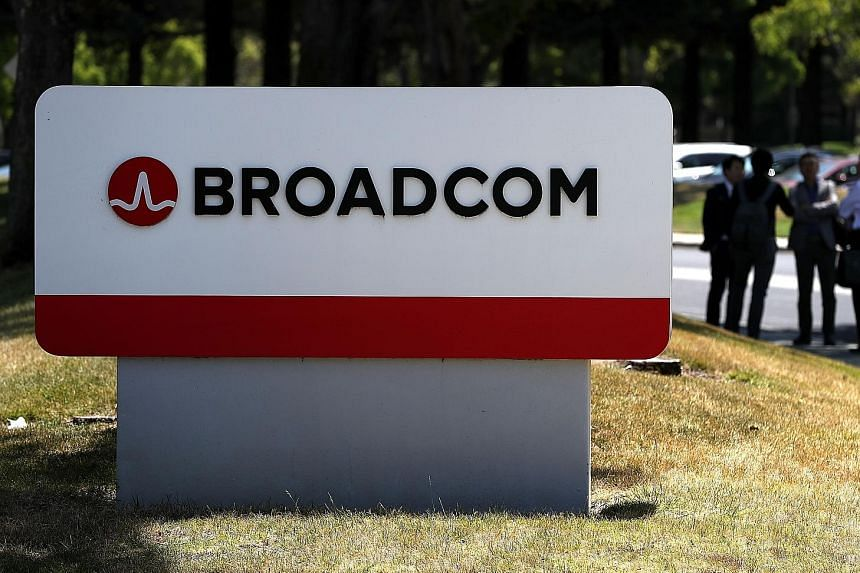 Broadcom said it expects wireless revenue to be flat or slightly down in the third quarter, from the second quarter, as growth in demand from a large North American smartphone customer will be offset by a decline in shipments to a Korean customer. Bu