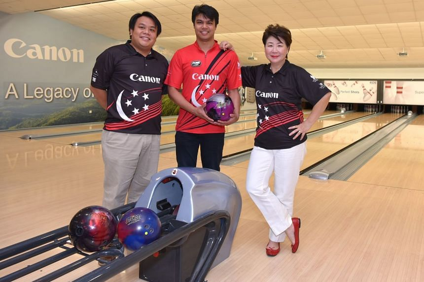 SBF president Jessie Phua with two members of the new leadership: secretary-general Delane Lim (left) and Jason Yeong-Nathan, one of three national head coaches.