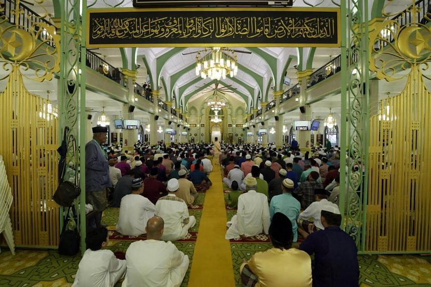 Worshippers gather at the Sultan Mosque for the Eidulfitri prayer on the morning of June 15, 2018.