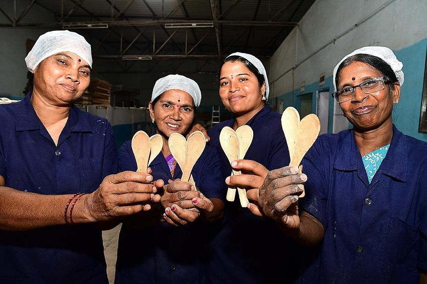 These edible spoons come in three flavours - savoury, sweet and plain - and taste like crackers, say the makers.