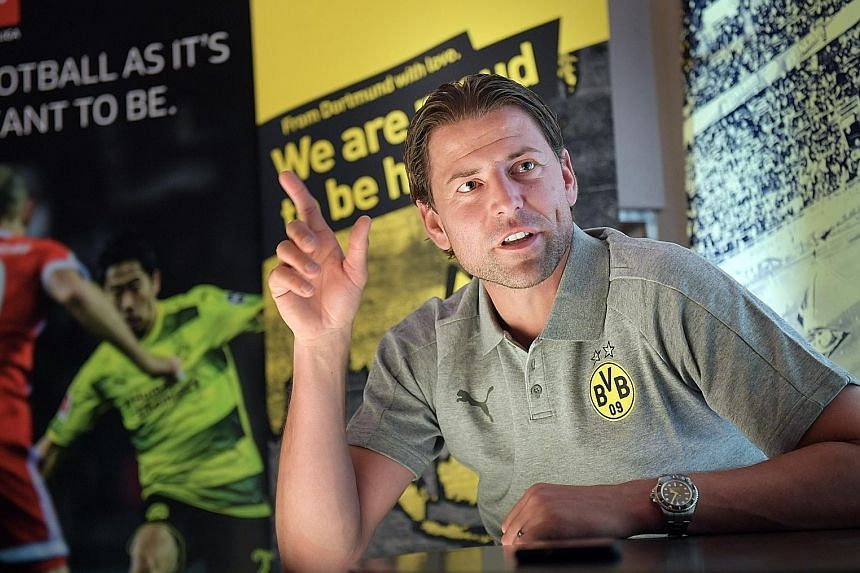 Roman Weidenfeller, who is in Singapore as Borussia Dortmund's ambassador in Asia, believes that Manuel Neuer's experience in international tournaments will make him a clear choice to be Germany's No. 1.