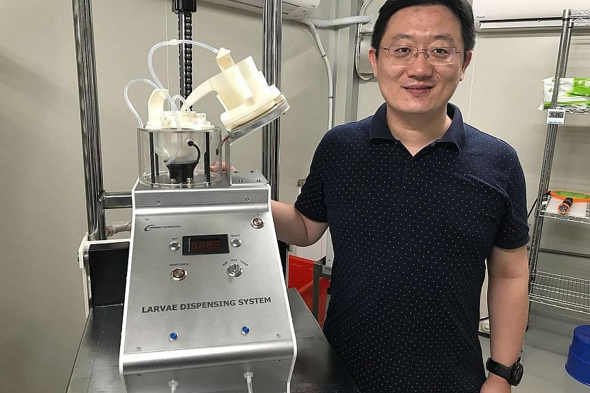 Orinno Technology co-founder David Du with the larvae counter.