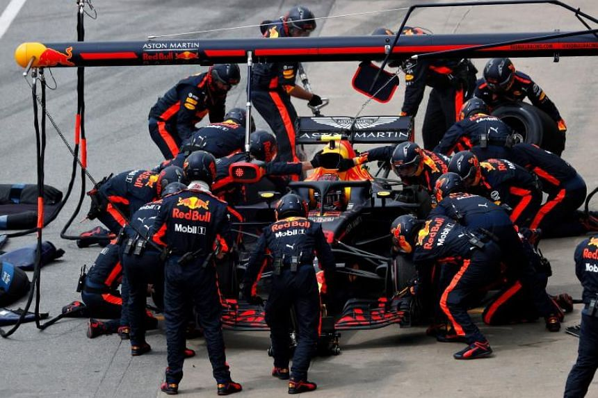 Red Bull says it has reached an agreement with Honda Motor to race with the Japanese manufacturer's power units for the 2019 and 2020 Formula 1 seasons.