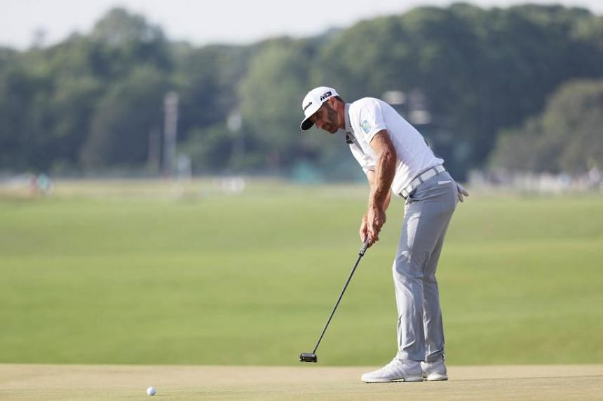 Dustin Johnson putts on the 16th green during the final round of the 2018 US Open in Southampton, New York, on June 17, 2018.