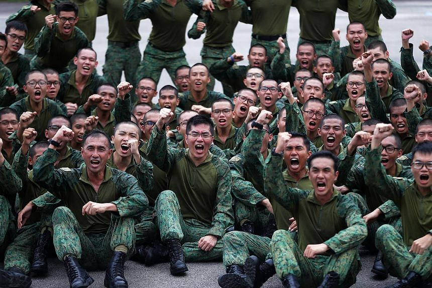 Chief of Defence Force Melvyn Ong (front row, second left) with the soldiers from 4th Battalion, Singapore Infantry Regiment (4 SIR), while wearing the new hybrid uniform.