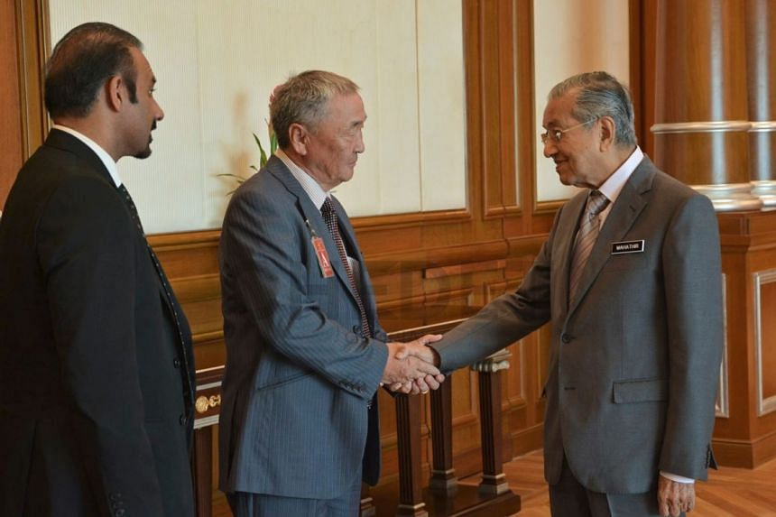 Malaysia's Prime Minister Mahathir met Dr Shaariibuu Setev, the father of murdered Mongolian woman Altantuya Shaariibuu, for a 30-minute meeting.