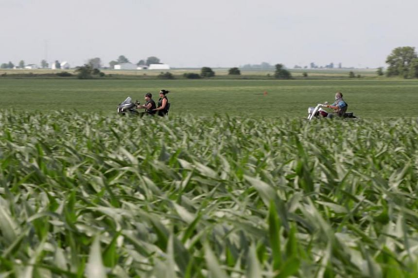 The Commission formally adopted a law putting in place the duties on 2.8 billion euros (US$3.2 billion) worth of US goods, including farm produce, bourbon, jeans and motor-bikes.