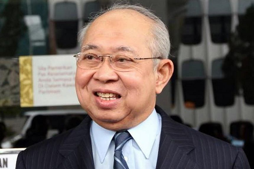 Veteran Umno leader Tengku Razaleigh Hamzah (top) will go head-to-head against outgoing Umno Youth chief Khairy Jamaluddin in a televised exchange