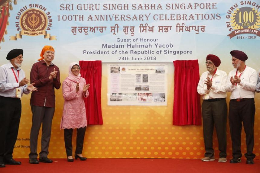 President Halimah Yacob (centre left) unveiling the commemorative plaque at the Sri Guru Singh Sabha. She is flanked by (from left) Mr Makhan Singh, MP Melvin Yong, Mr Tirlok Singh and Mr Daljit Singh.