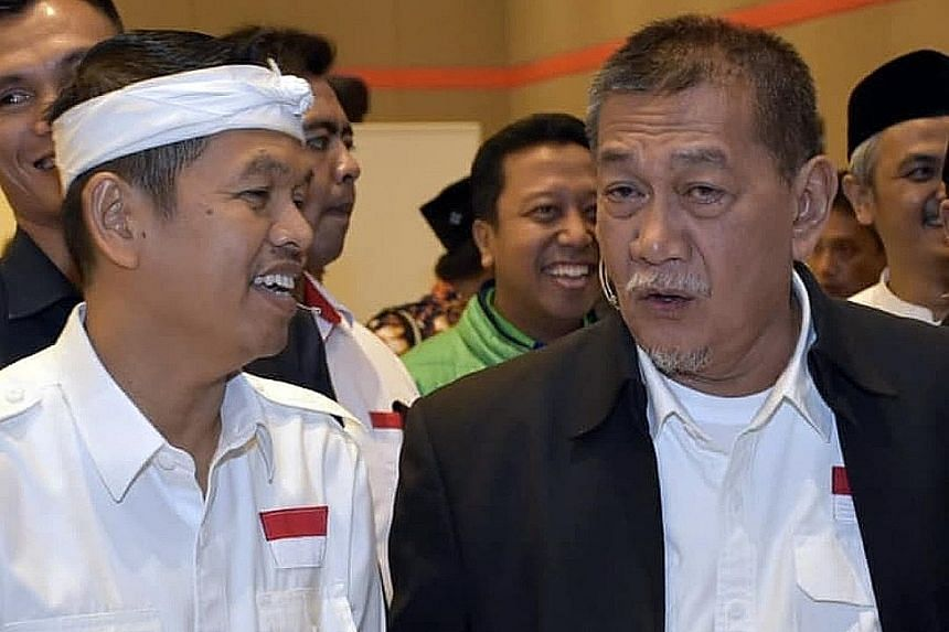 West Java gubernatorial candidate Deddy Mizwar and running mate Dedi Mulyadi (far left) during a final debate session ahead of Wednesday's regional polls. They are backed by Golkar and the Democratic Party.