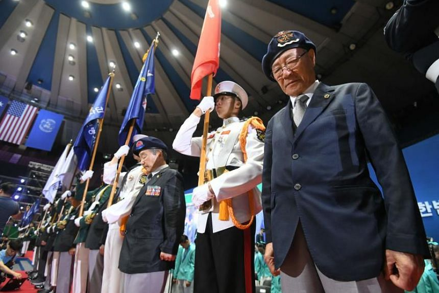 South Korean war veterans pay silent tribute during a ceremony marking the 68th anniversary of the outbreak of the Korean War in Seoul on June 25, 2018.