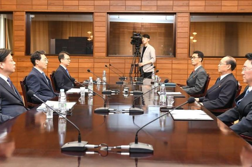 South Korea's chief delegate Vice-Transport Minister Kim Jeong-ryeol (second left) speaking with his North Korean counterpart Vice-Minister of Land and Environment Protection Pak Ho-yong (second right) during their meeting on connecting roadways on J