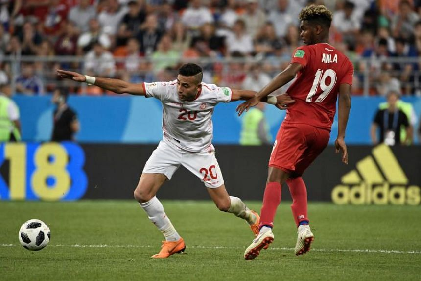 Tunisia's midfielder Ghailene Chaalali (left) vies with Panama's midfielder Ricardo Avila during the Russia 2018 World Cup Group G football match between Panama and Tunisia at the Mordovia Arena in Saransk on June 28, 2018.