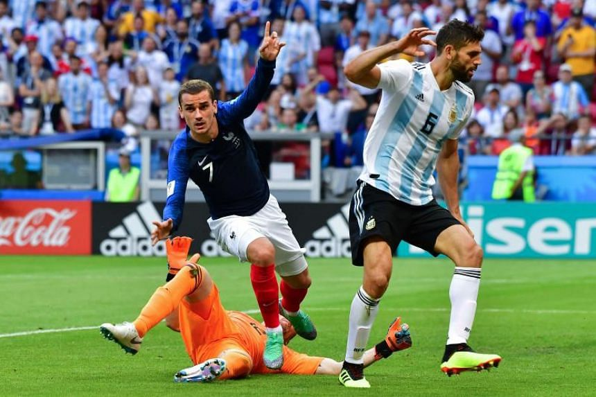 France's forward Antoine Griezmann (centre) vies with Argentina's goalkeeper Franco Armani (left) and Argentina's defender Federico Fazio during the Russia 2018 World Cup round of 16 football match between France and Argentina at the Kazan Arena in K