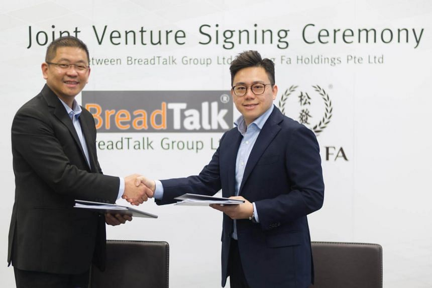 Breadtalk Chief Executive Henry Chu Left And Song Fa Holdings Managing Director Yeo
