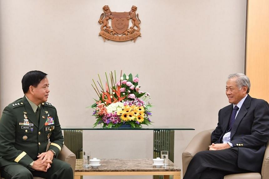 Commanding General of the Philippine Army, Lieutenant-General Rolando Joselito Delizo Bautista, calling on Minister for Defence Ng Eng Hen on July 3, 2018.
