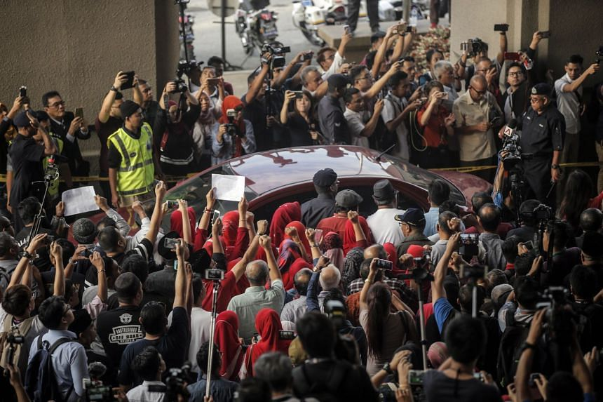 Media frenzy at the Kuala Lumpur High Court as a car transporting former Malaysian prime minister Najib Razak arrives, on July 4, 2018.