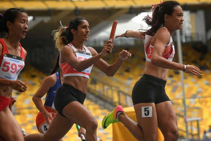 Shanti Pereira passing the baton to anchor runner Nur Izlyn Zaini as the 4x100m team came fourth and set a national mark of 44.96sec at the 2017 SEA Games. Wendy Enn and Dipna Lim-Prasad were the others.