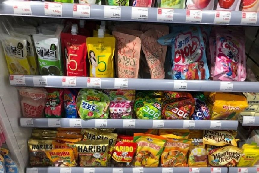 Gummy sweets and konjac jelly products are displayed in a drugstore.