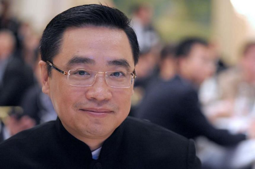 According to French authorities, co-chairman of the large Chinese conglomerate HNA Group Co Wang Jian had been trying to get his photo taken by his family in a small village in Provence, but slipped and fell from a sharp drop.
