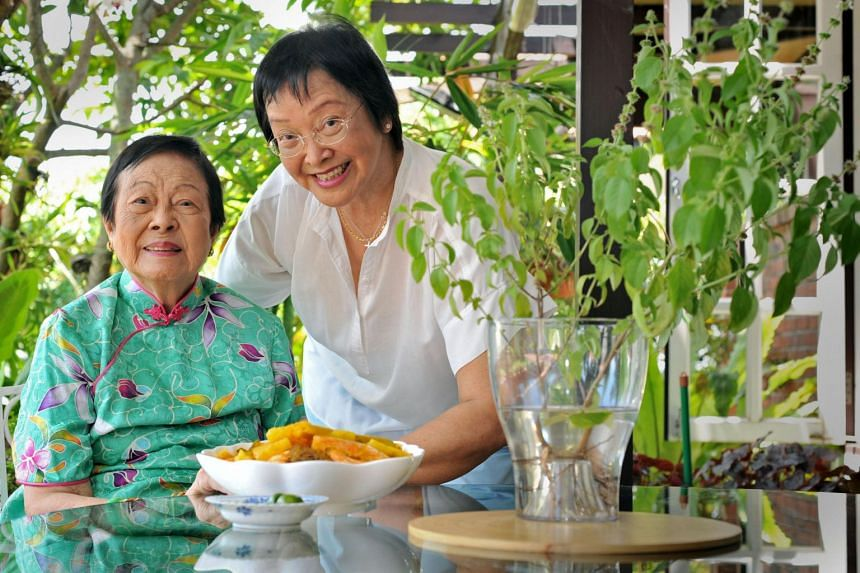 Mrs Wee Kim Wee and her daughter Wee Eng Hwa in November 2010.