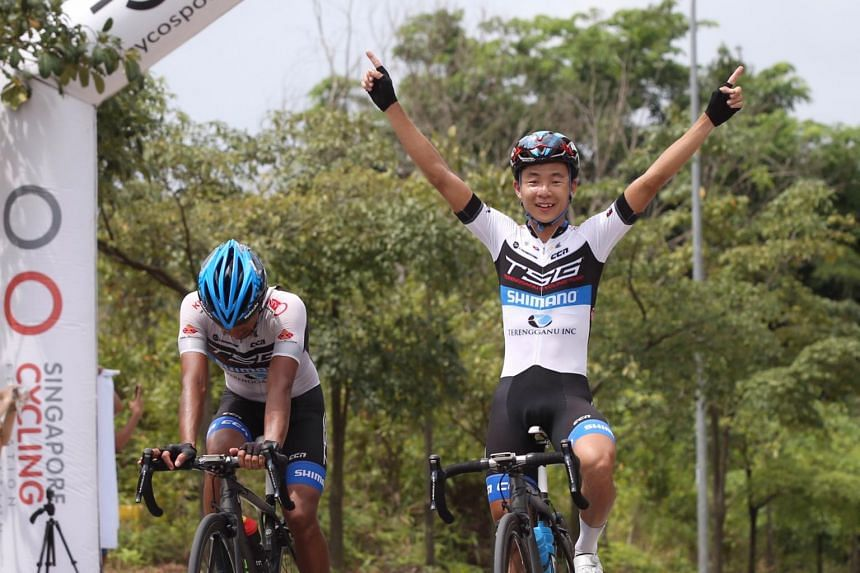 Men's elite open category champion Goh Choon Huat (right) and first runner-up Mohd Nor Umardi (left) crossing the finish line during the OCBC Cycle National Road Championship in Batam.