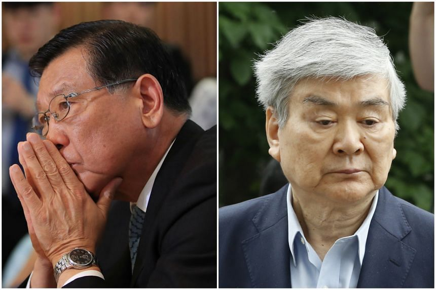 More than 400 employees of Asiana Airlines Inc. and Korea Air Lines Co. gathered together to condemn their chiefs, Park Sam-koo (left) and Cho Yang-ho, respectively, on July 8, 2018.