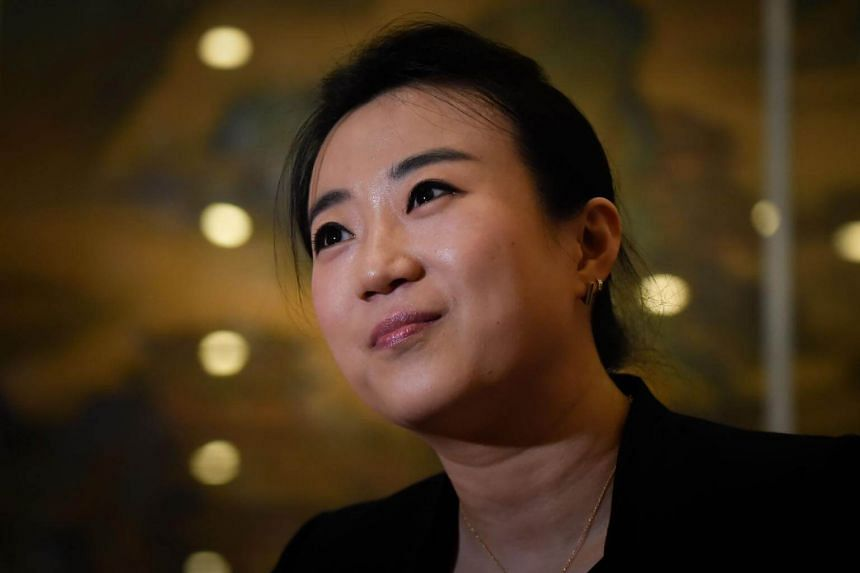 Jing Huang is a new breed of foreign-trained conductors, having studied at the University of Cincinnati and served as the conducting assistant of the symphony orchestra there.