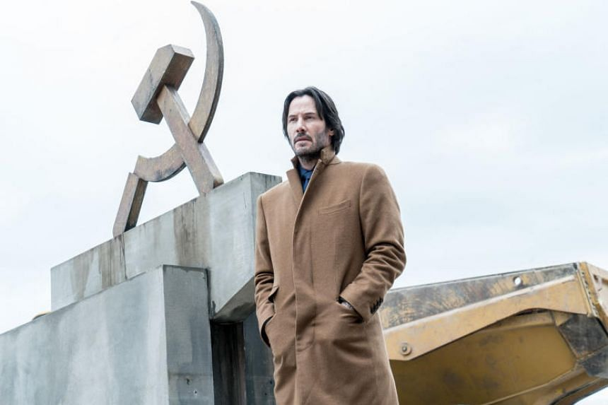 In Siberia, Keanu Reeves plays Lucas, an American diamond merchant involved in a sleazy deal to sell blue diamonds, some of which may be fakes, to the Russian mafia.