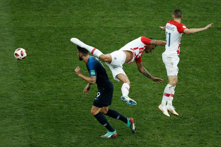 Croatia's defender Dejan Lovren (C) and Croatia's midfielder Marcelo Brozovic (R) fight for the ball with France's forward Olivier Giroud during the Russia 2018 World Cup final football match between France and Croatia at the Luzhniki Stadium in Mosc