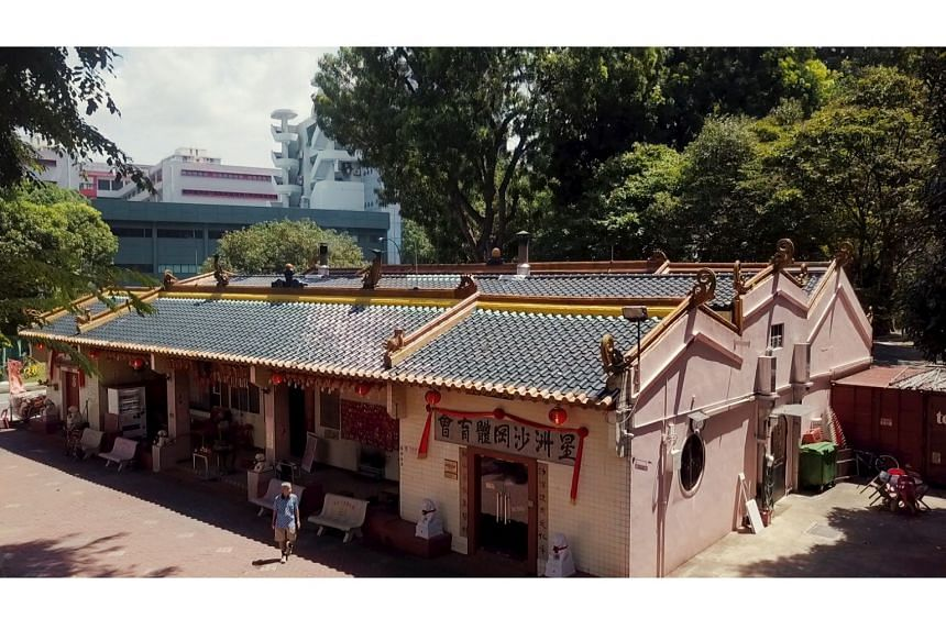 With a history dating back to the 1860s, Mun San Fook Tuck Chee  moved twice before settling down at its current location in Sims Drive in 1901.