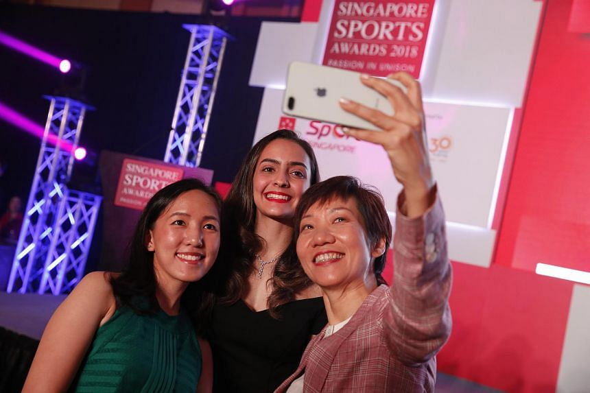 Jasmine Ser (left) and Amita Berthier (centre) take a wefie with Minister for Culture, Community and Youth Grace Fu.