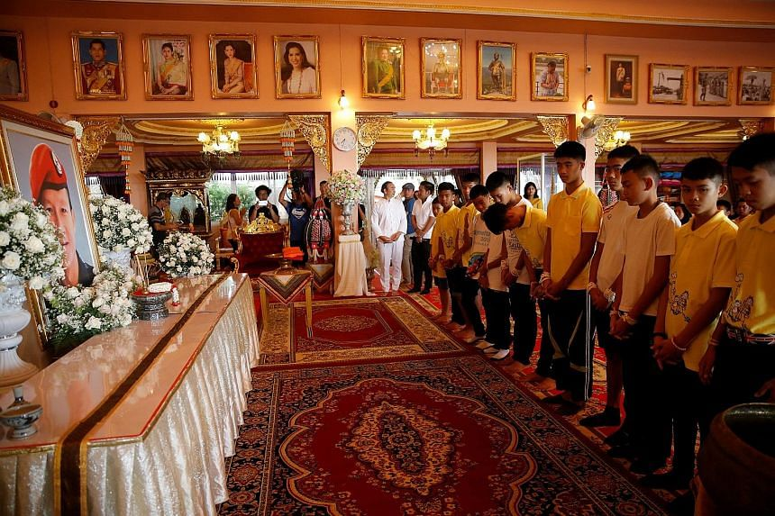 Some of the boys rescued from the Tham Luang cave complex paying their respects to former navy Seal diver Saman Gunan, who lost his life during the rescue operation, at Mae Sai's Wat Pha That Doi Wao temple in Chiang Rai province yesterday.