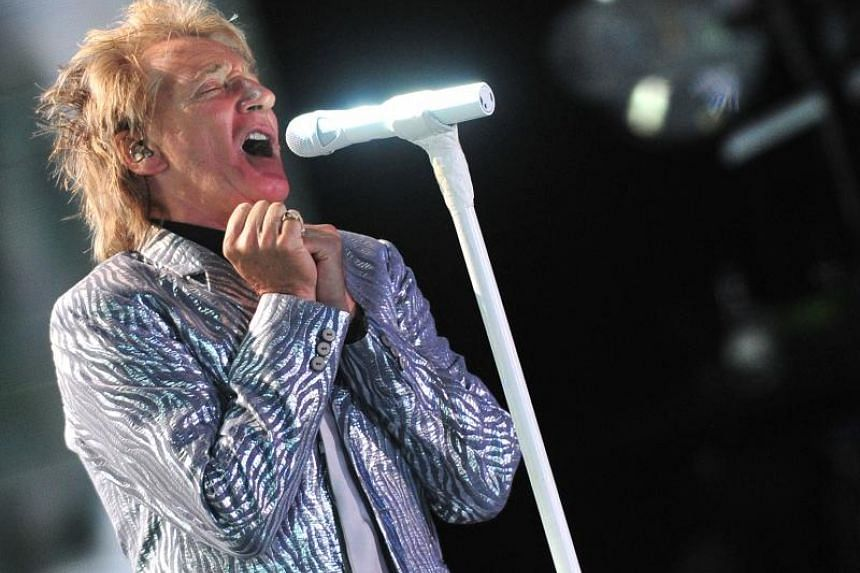 Rod Stewart sings of regrets as father on new song