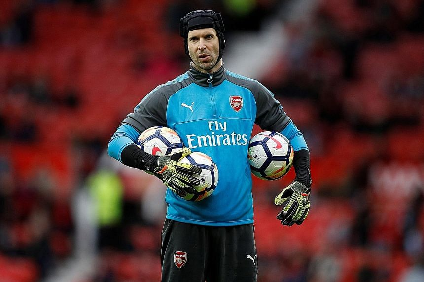 Arsenal goalkeeper Petr Cech is looking forward to the club's pre-season tour to Singapore as it will help the team bond for the new season.