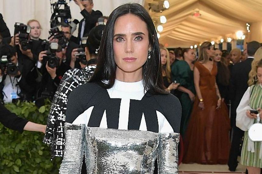 If the deal is successful, actress Jennifer Connelly will play the female lead in Top Gun: Maverick.