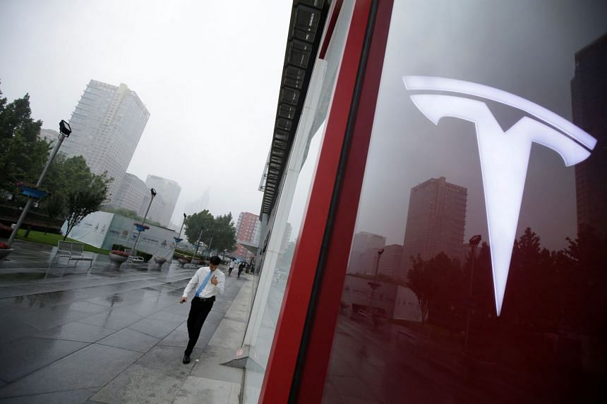 Insurance on Tesla's debt, which is sold as a credit default swap contract, increased from Friday by 13 cents to US$5.96 per US$100 of Tesla debt.