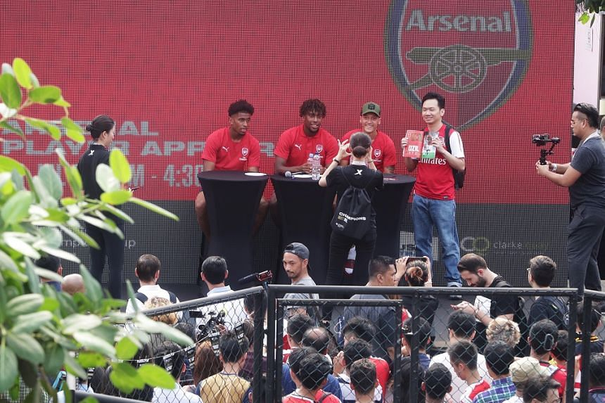 Alex Iwobi, Reiss Nelson and Mesut Ozil at Arsenal's meet and greet at the House of Football on July 25, 2018.