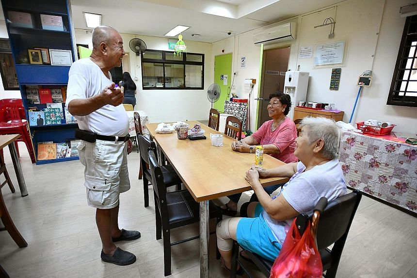Mr Li (in white) and other volunteers at the Kembangan-Chai Chee Seniors Activity Centre pack hampers to be delivered to elderly residents. He is one of the oldest volunteers there.