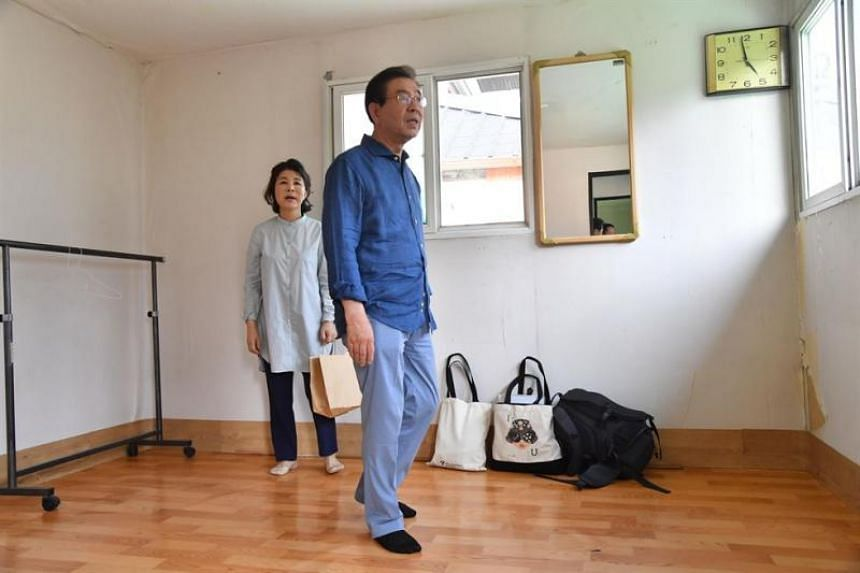 Mayor Park Won-soon and his wife Kang Nan-hee arrive at the rooftop house, on July 22, 2018.