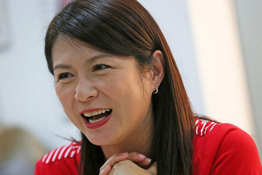 The last straw that triggered the spat was when actress Pan Lingling (above) allegedly made some comments about the past and current relationship statuses of Hong Huifang's children.