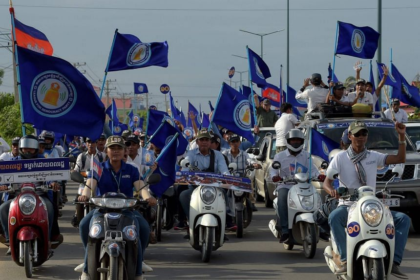 Supporters of the League for Democracy Party participate in a campaign rally in Phnom Penh on July 27, 2018.