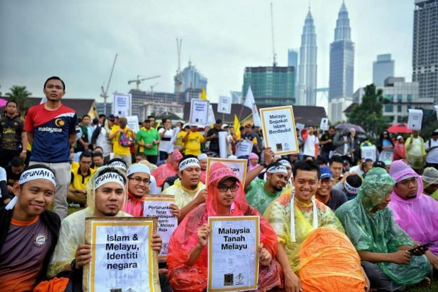 Thousands of people attended the Himpunan Kebangkitan Ummah (Gathering for Muslim Revival) rally, believing that the interest of Malay Muslims was in danger since Pakatan Harapan came into power.