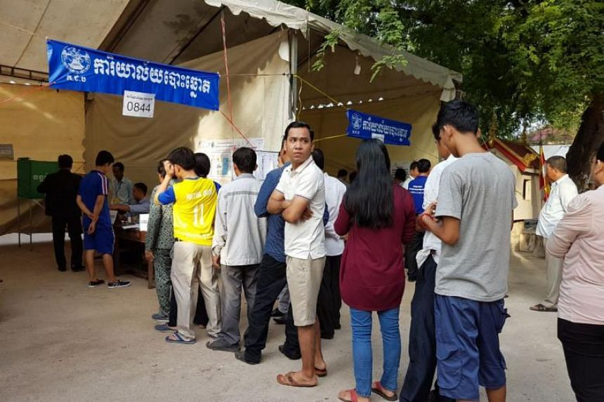 Cambodians wait in line to cast their vote at Stung Meanchey temple, Phnom Penh, on July 29, 2018.