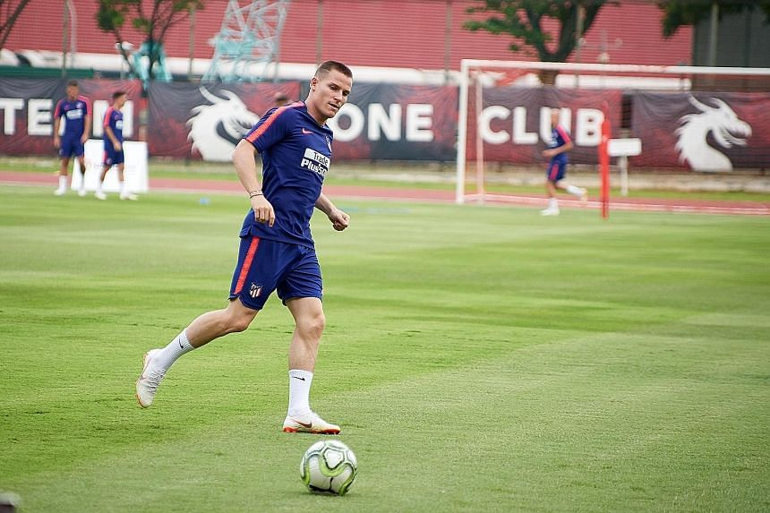 French striker Kevin Gameiro, withdrawn in the second half against Arsenal, could lead the attack against PSG.