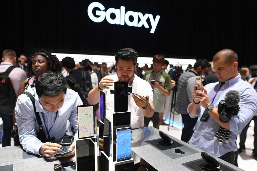 People taking a look at the Samsung Galaxy Note 8 at an event on Aug 23, 2017, in New York.