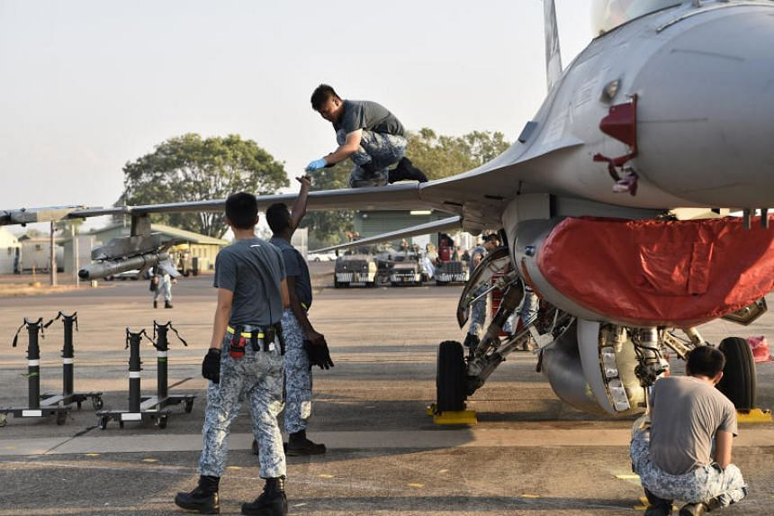 RSAF engineers preparing an F-16C/D fighter before operations, as part of Exercise Pitch Black.