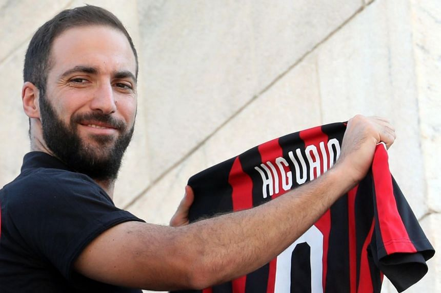 New AC Milan player Gonzalo Higuain greeting supporters in Duomo Square, Milan.